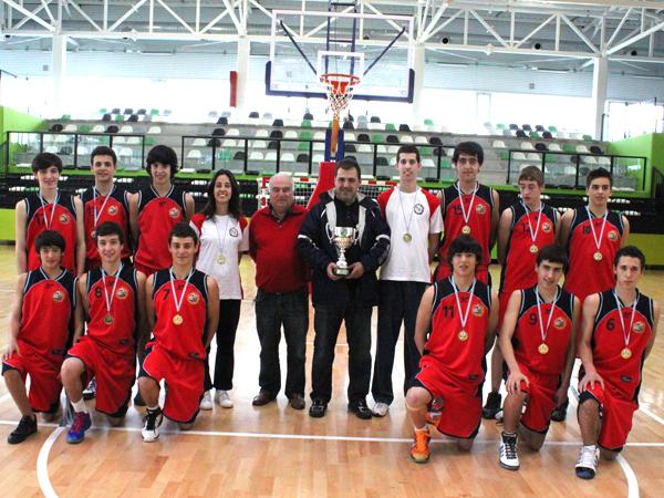 """O Cadete Masculino """"C"""", campión de Liga, xunto a Francisco Piñeiro"""