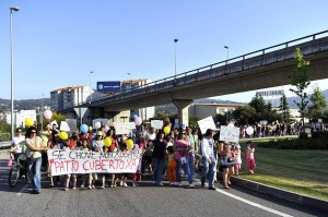 Manifestación a su paso por la rotonda VG-20